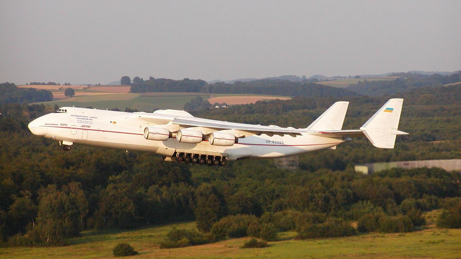 http://2.bp.blogspot.com/-o6iclHt5_AA/TZCgqIsb_QI/AAAAAAAAFJs/xwkdmLX3mgw/s1600/an225+largest+aircraft+ever+3.jpg