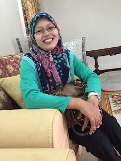 Wartawan Fatiha ceria ketika menemuduga kami