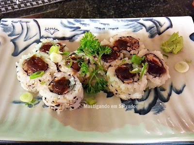 JoJo Sushi & Frutos do Mar: Uramaki Salmão Skin