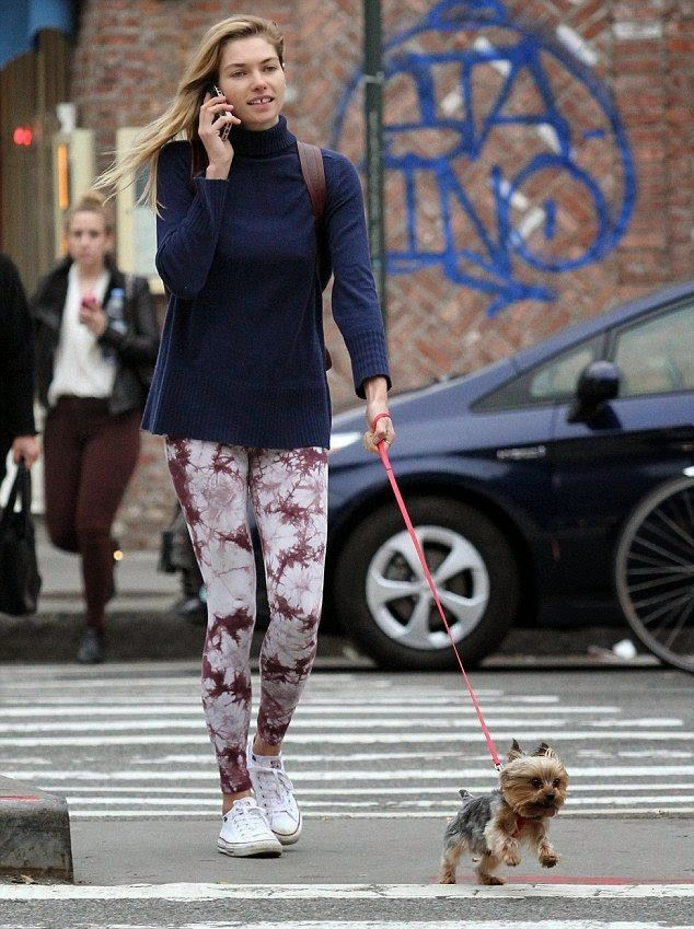 This is so sweet! Jessica Hart was recently spotted at New York, USA this past Wednesday, October 29, 2014. The 28-year-old bucked the trend of most other celebrities when she walked on street by wearing a blue knitted coat and floral spandex.