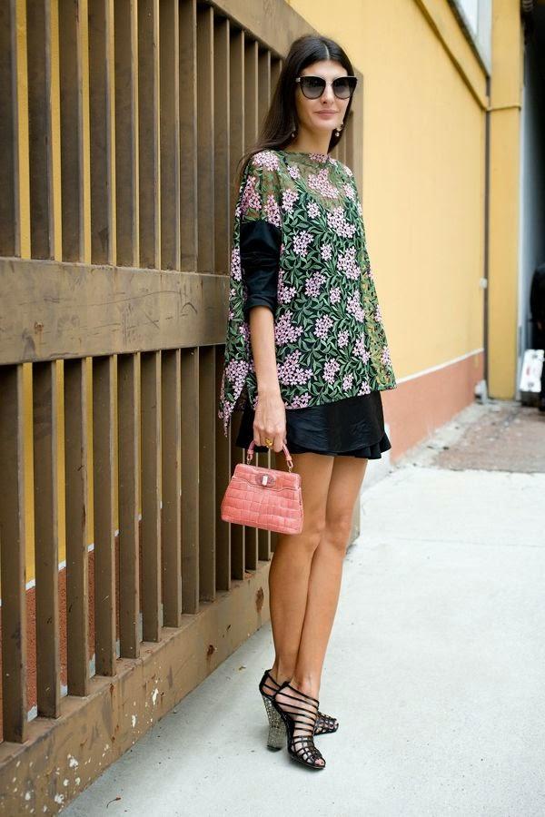 Giovanna Battaglia - Blusa bordada 3 D vestido preto, clutch rosa