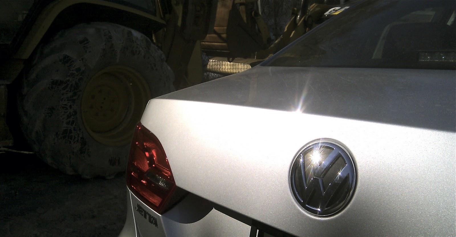 http://2.bp.blogspot.com/-o7lWoJacNn8/TWfy1jooyjI/AAAAAAAAR68/QhCv1hzBxUw/s1600/2011+Volkswagen+Jetta+TDI+Badges.jpg