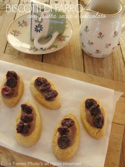 Ricetta di biscotti di farro con frutta secca e cioccolata