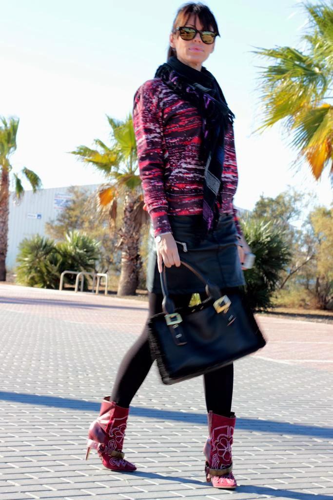 falda cuero- sudadera Isabel Marant- botas Isabel Marant