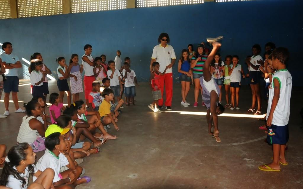 A dança de rua agradou em cheio e contou com a participação de crianças da comunidade