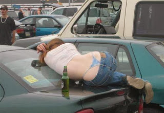 funny picture: Girl lies on the car