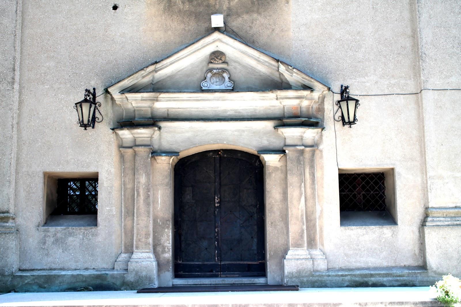 Baedeker dzki ko ci i klasztor w agiewnikach for Drzwi z portalem