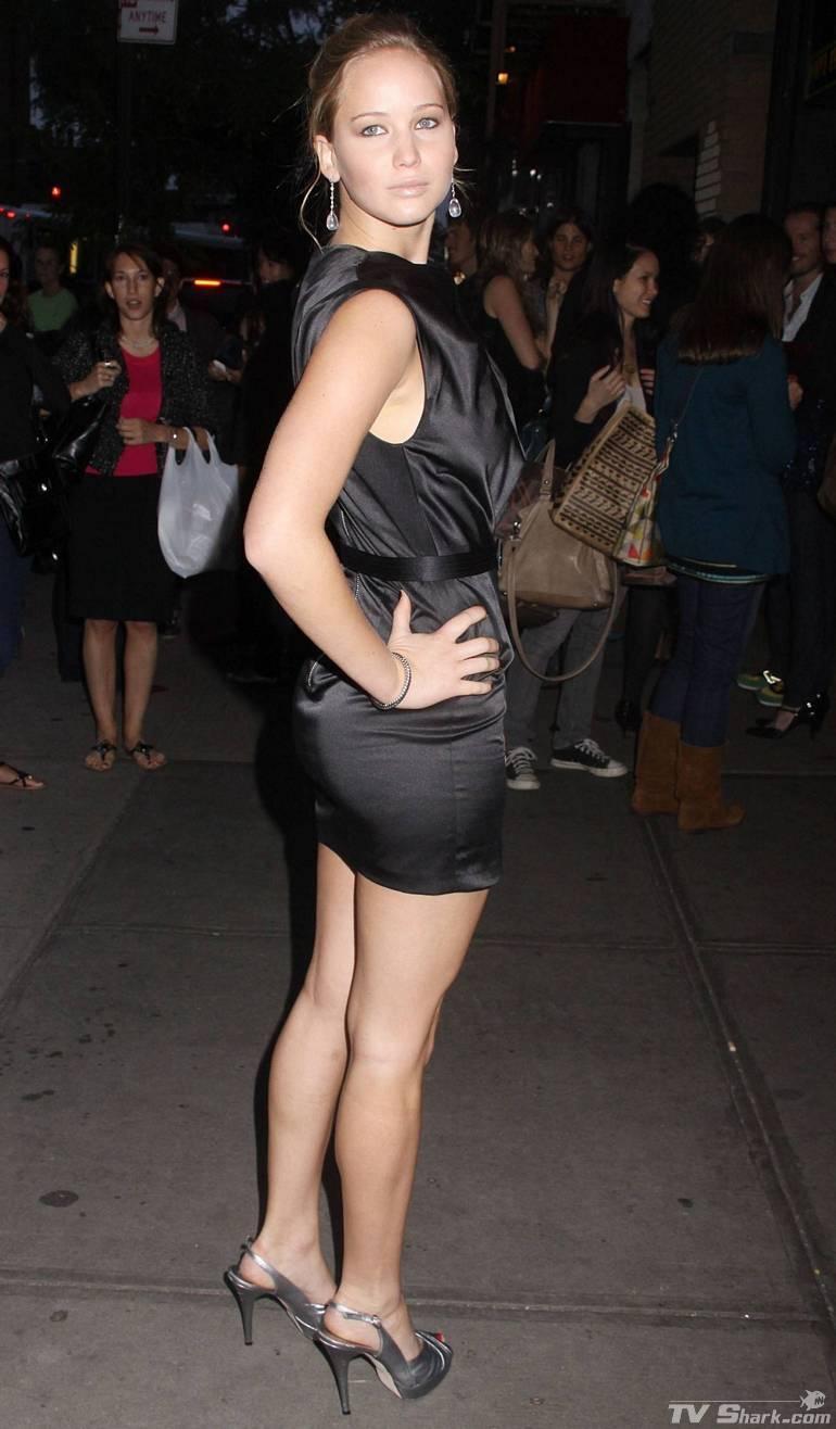 styles of celebrity jennifer lawrence legs