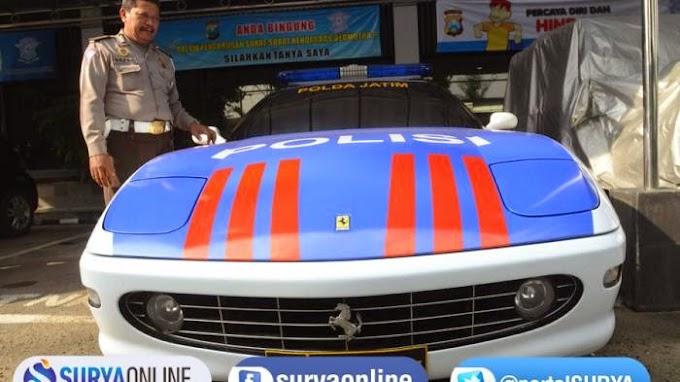 Polda Surabaya Gunakan Ferrari 456 Kawal Tamu VVIP