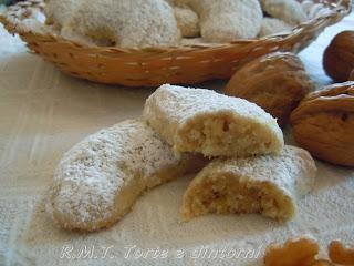 dolce rumeno Biscuiți cu nuci - biscotti con le noci