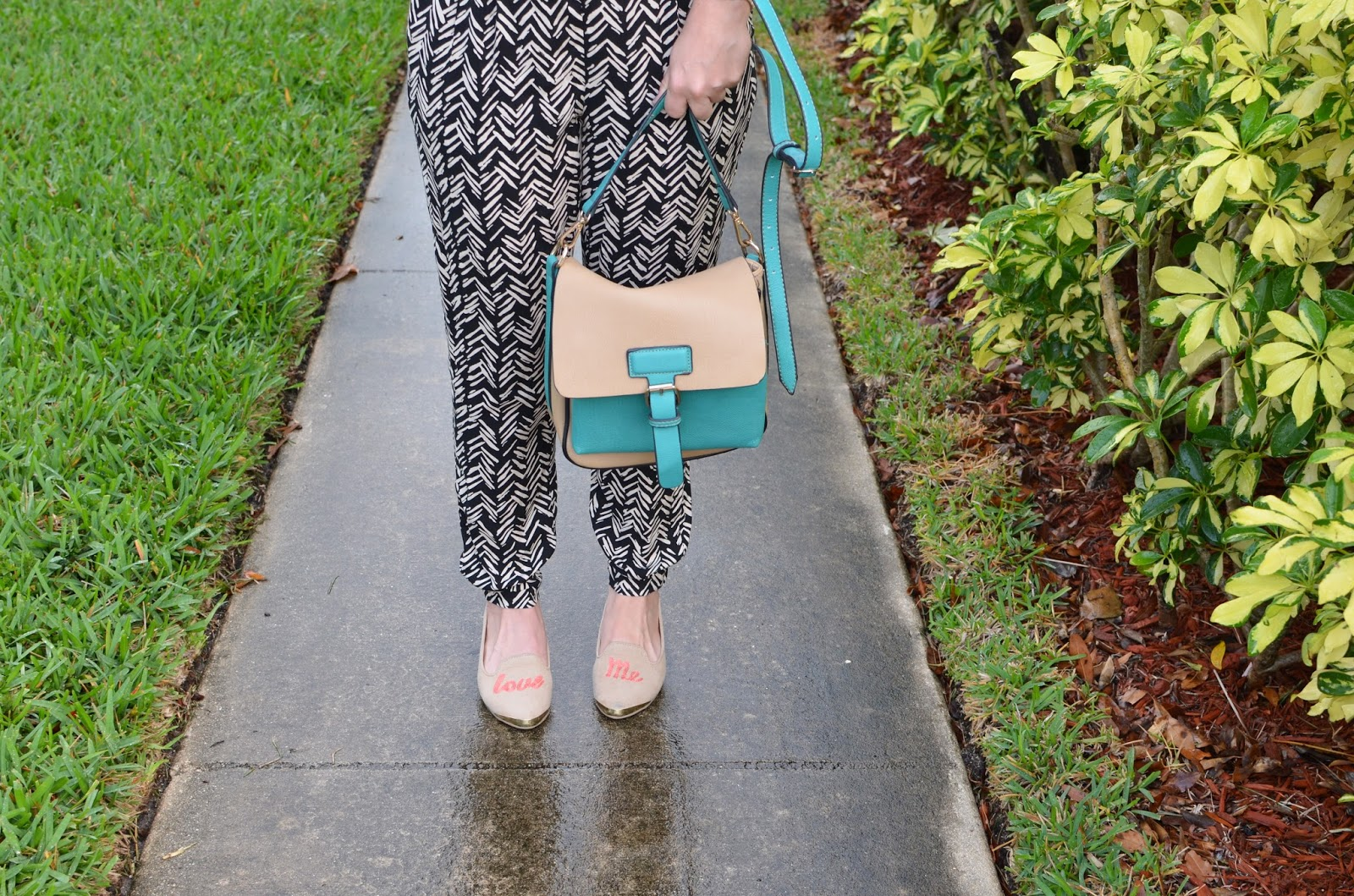 Chevron pants - crossbody - nude flats