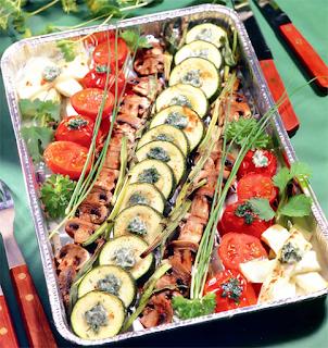 Блюдо из запеченных овощей, грибов и брынзы