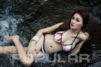 Foto Model Sexy Majalah Popular, Adela - Ada Yang Asik