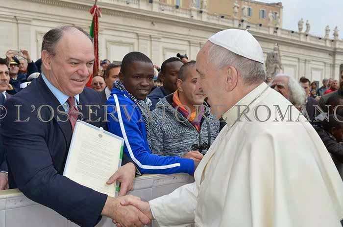 Former President of the Federation, Colonel James Bogle of Gilmorehill, meeting Pope Francis