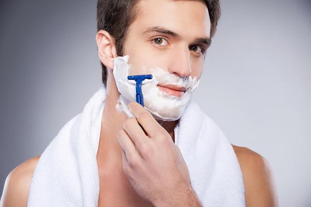 5 kesalahan paling sering dilakukan pria saat bercukur