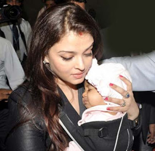 Aishwary Rai Bachchan with her Daughter at Mumbai Airport