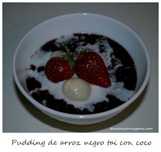 Arroz negro con coco y frutas