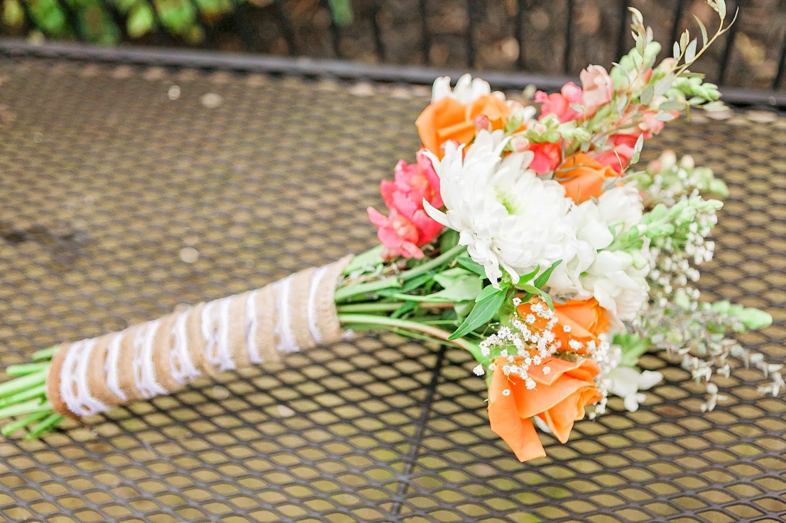 fresh ideas flower co, diy wedding bouquet, coral and white wedding bouquet, make your own bouquet, diy bouquet, burlap wrapped bouquet, simple bouquet, simple wedding bouquet,