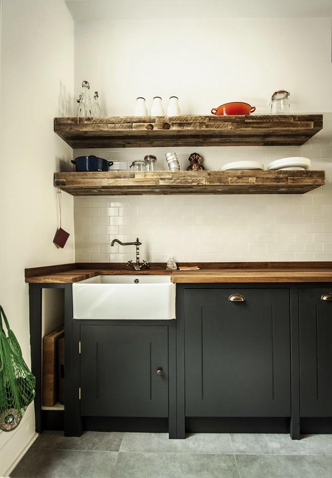 Deco una cocina industrial de elegancia british for Estanterias cocina industrial