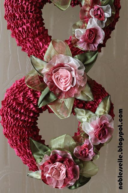 güllerle kapı süsü