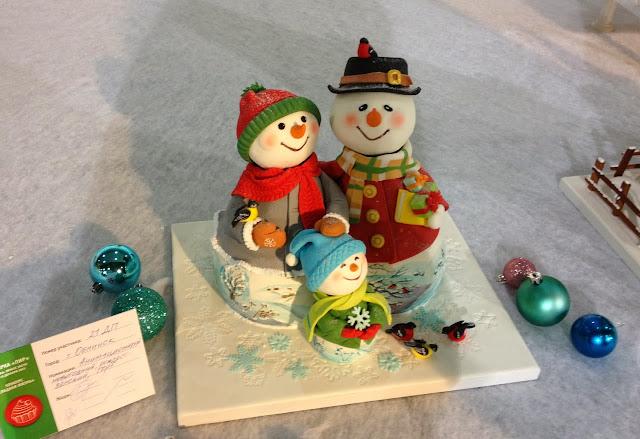 Новогодний торт Снеговики