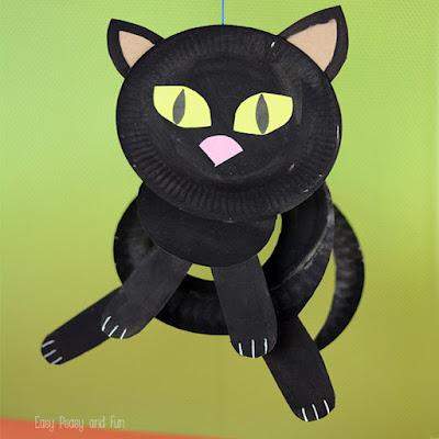http://www.easypeasyandfun.com/paper-plate-black-cat/