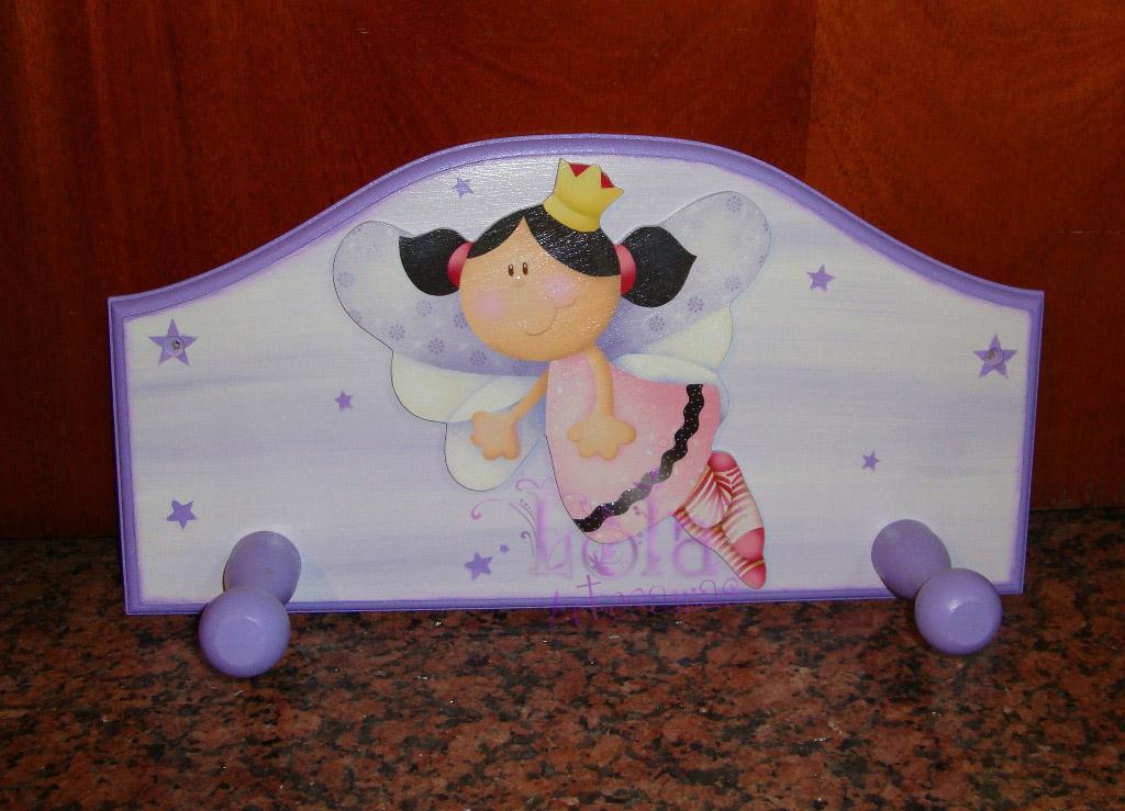 Lola artesan as perchero con aplique para nena en lila Percheros infantiles de pared
