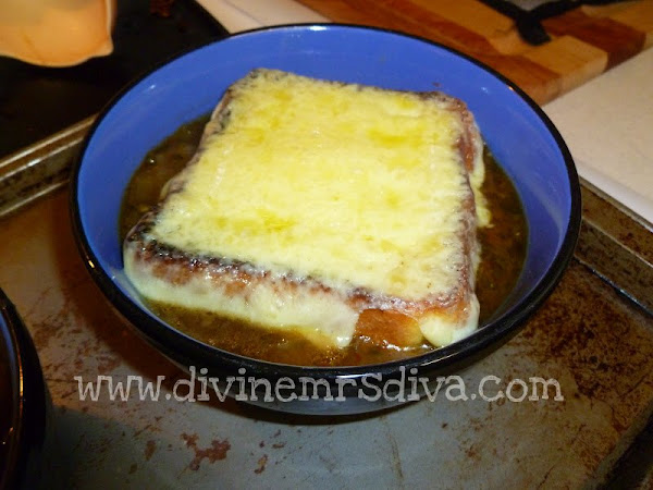 Diva In The Kitchen: Guinness and Onion Soup with Irish Cheddar Crouton