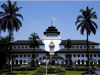 Gedung Sate kini menjadi pusat pemerintahan Bandung