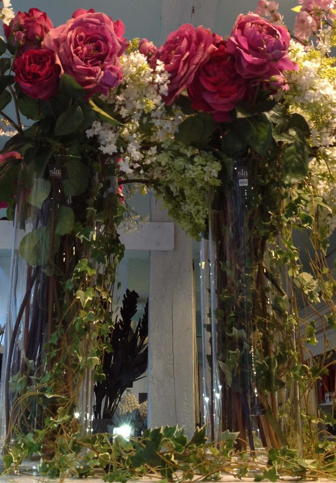 Ellen Desforges: Des brassées de roses artificielles Sia pour un ...