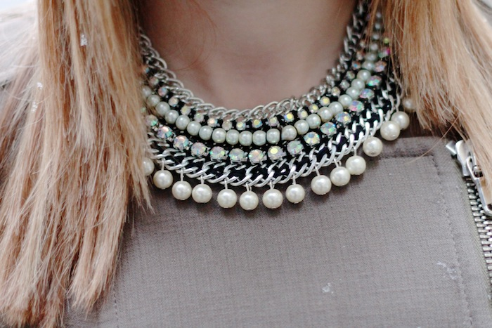 collier plastron