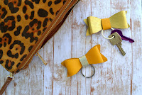 http://happygirlycrafty.blogspot.gr/2015/10/faux-leather-bow-keychain-diy.html