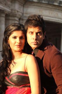 Deeksha Seth Romancing Vikram in Yellow Saree for movie Veedinthe