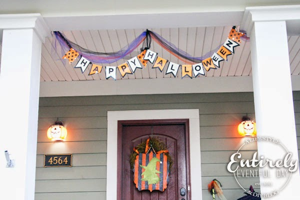 Halloween Porch Decorating Series. So many fun ideas! Must pin. #halloween www.entirelyeventfulday.com