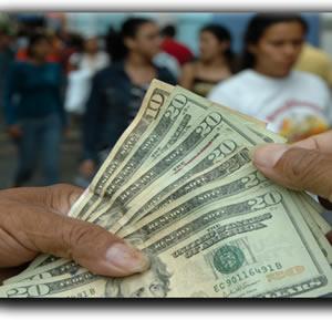 Ladrones cargan con 100 mil de casa envio