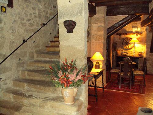 Decoracion actual de moda escaleras de piedra - Decoracion escaleras de interior ...