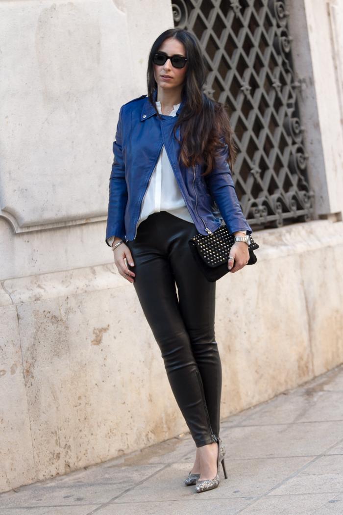 Outfit estilo rock blogger de moda de Valencia con leggins de cuero