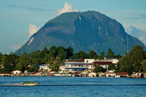 Batu bukit Kelam + Batu Paling Unik Dan Aneh Di Indonesia | munsypedia.blogspot.com