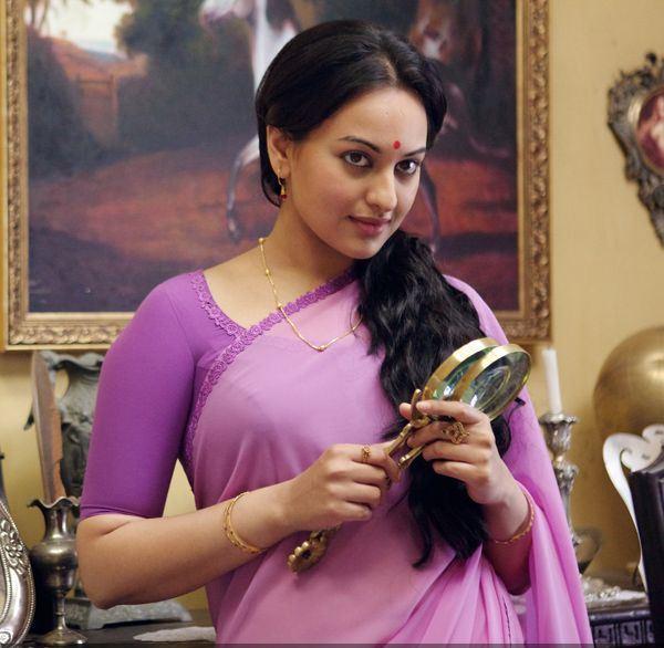 Sonakshi Sinha Wears 9 Sarees In Lootera - PJMaza Online ...