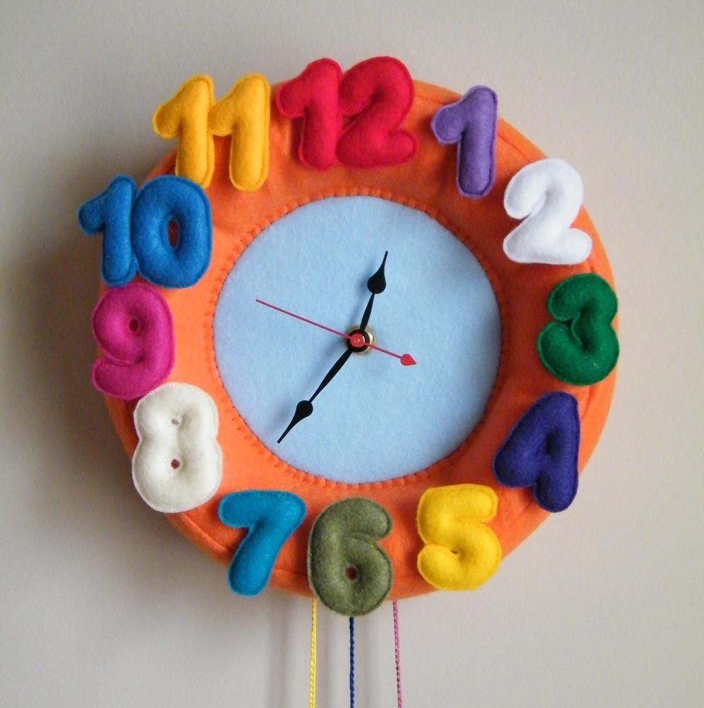 http://2.bp.blogspot.com/-oBzbzeCFHV8/TuOcvPH-YxI/AAAAAAAAAnQ/bWa7vWyA2H0/s1600/colorful_felt_wall_clock_11.jpg