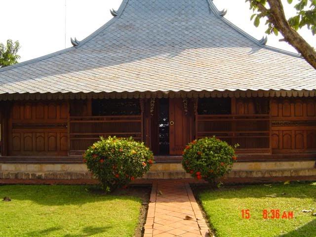 rumah kayu tradisional jawa