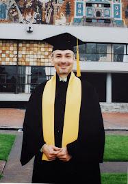 Graduado en el CUT y en letras inglesas en la UNAM