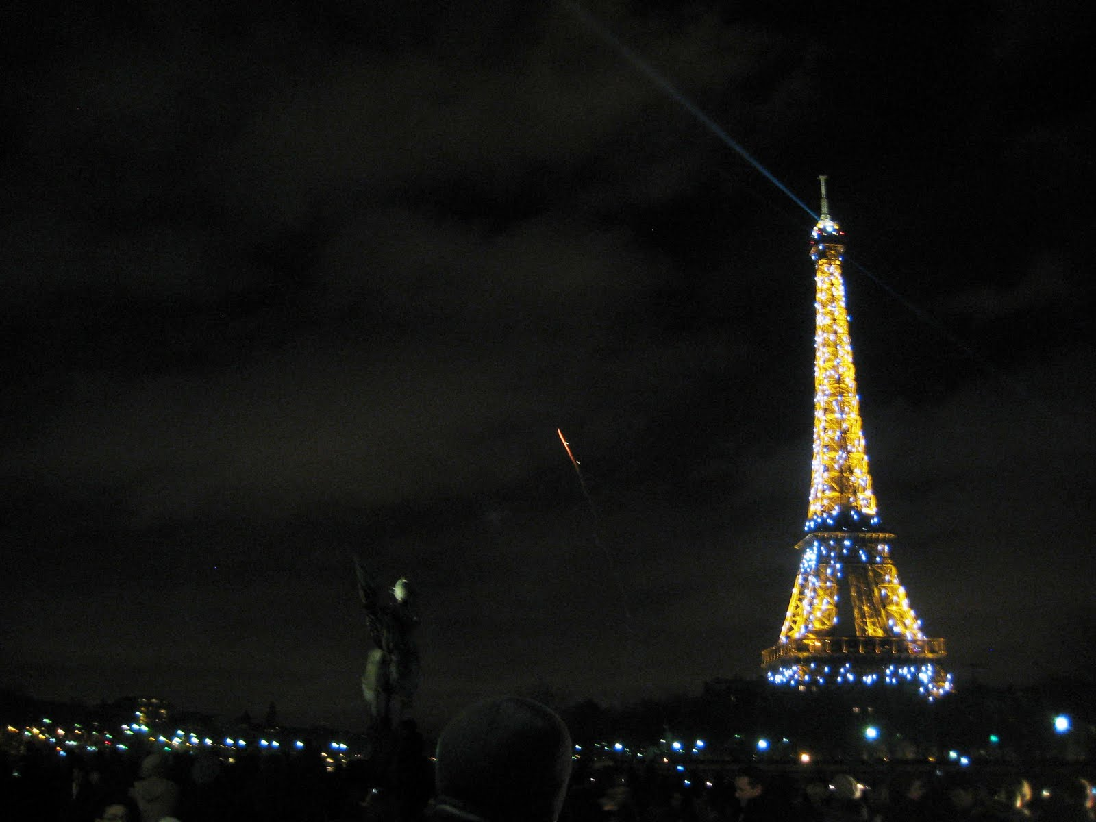 A Glimpse Of Paris New Years Eve