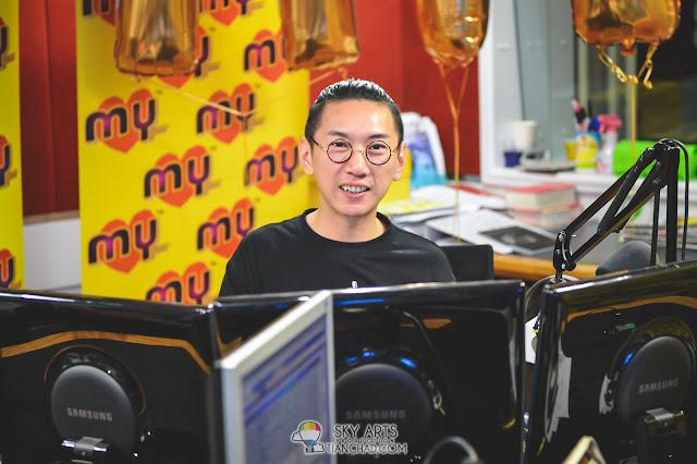 Yoon 吴家润与Royce 陈志康拍档主持《MYFM 啱 Channel》-直播室现场