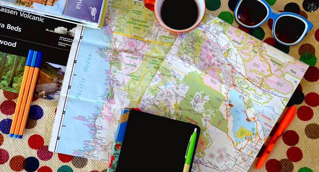 Voyager avec une carte routière - FarWestCoast