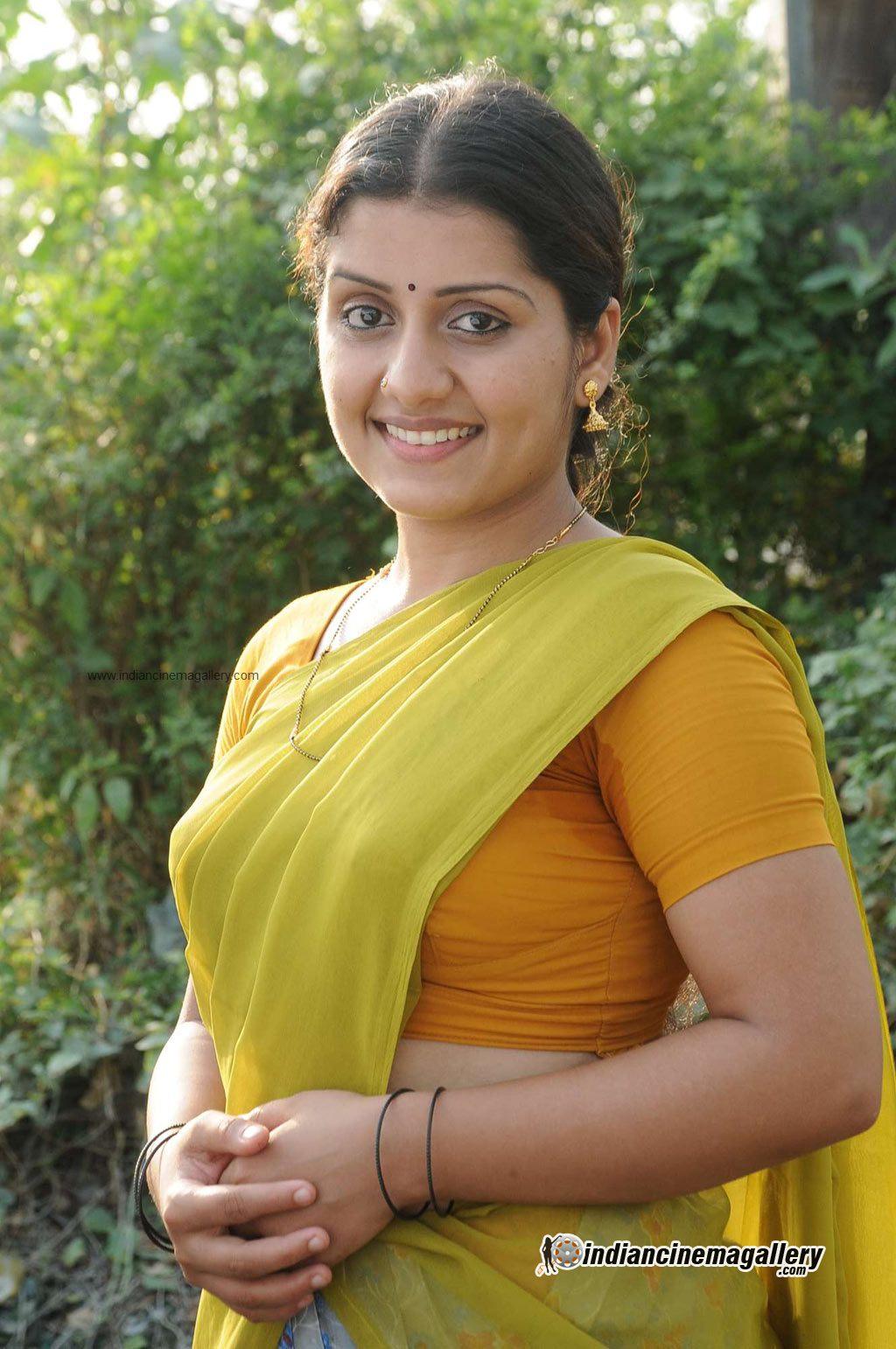 Mallu Malayalam actress Sarayu hot show in saree from tamil movie