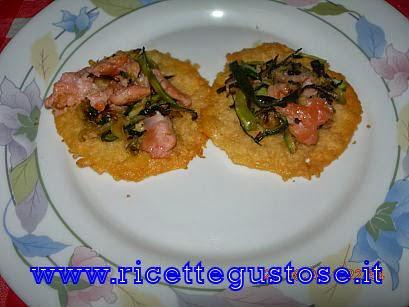 http://www.ricettegustose.it/Antipasti_vari_html/Cialde_di_parmigiano_con_zucchine_e_salmone.html