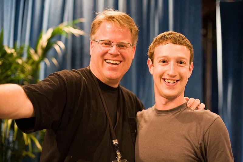Zuckerberg (kanan) bersama Robert Scoble tahun 2008