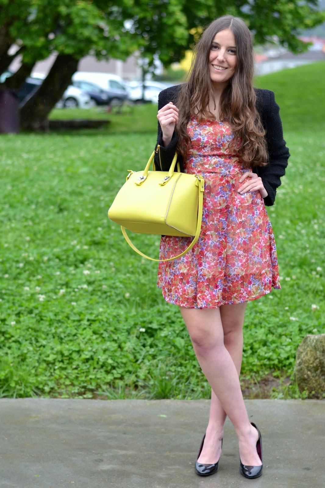 combinar bolso amarillo
