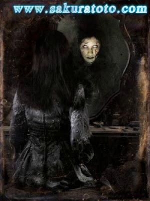 Sakuratotomisteri.blogspot.com - Jangan Pernah Memanggil Nama Wanita Ini Di Depan Cermin
